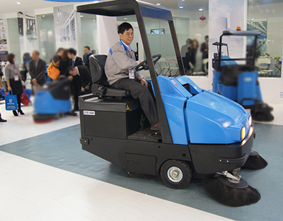 Gadlee GTS1460 Ride On Sweeper