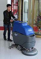 Battery charged floor cleaning machine