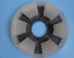 Carpet cleaning disc brush